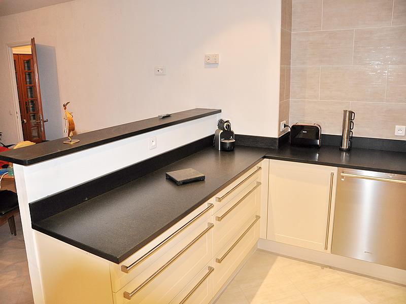 plan de travail pour cuisine ou salle de bains en granit. Black Bedroom Furniture Sets. Home Design Ideas